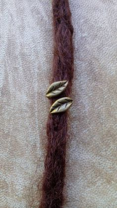 Bronze leaf dreadlock bead. Dread bead. Dread schmuck.                                                                                                                                                                                 Mais