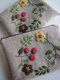 アップリケと刺繍のポーチ(赤い木の実) 2x