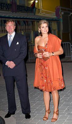 La reina Máxima destacó con elegantes y llamativos modelos en su viaje a las Antillas holandesas