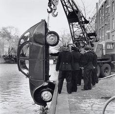 Citroen 2CV (1961) rescued from an Amsterdam channel, ze was zeker een beetje moe...