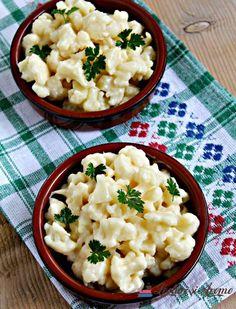 Este posibil ca imaginea să conţină: mâncare Cold Vegetable Salads, Good Food, Yummy Food, Romanian Food, Healthy Salad Recipes, Risotto, Potato Salad, Cauliflower, Macaroni And Cheese