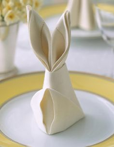 How to fold an Easter bunny napkin