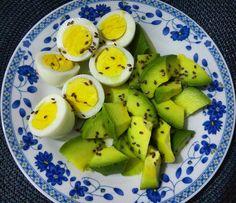 Jantinha rápida e prática: meio abacate + 3 ovos cozidos + linhaça . #jantinhafit#sersaudavel#emagrecer#dieta#dietasemsofrer#motivação#inspiração#saude#alimentacaosaudavel#desafios#projetosemantermagra#qualidadedevida#comida#comidadeverdade#bemestar#saude#emagreçacomendo#dieta#comeremuitobom#amocomer    By Alexandra