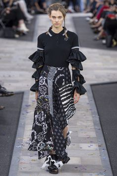 Preen by Thornton Bregazzi Spring 2017 Ready-to-Wear Fashion Show - Saadi Schimmel