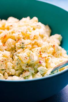 Cauliflower Potato Salad Recipe made with cauliflower which reduces carbs and calories A LOT but doesn't lack flavour. This mock potato salad will blow your mind! Potato Salad Mayonnaise, Potato Salad Dill, Potato Salad Dressing, Potato Salad Mustard, Potato Salad Recipe Easy, Salad Recipes With Bacon, Salad Recipes For Dinner, Healthy Salad Recipes, Guacamole
