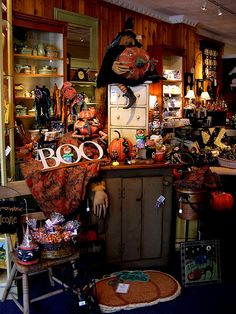 Country Decor and Seasonal Decorations in the center of Frenchtown New Jersey at Thistle.     http://soloha.vn/giay-dan-tuong.html