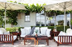 This just looks comfortable. 7 To-Die-For Outdoor Living Rooms – One Kings Lane — Our Style Blog