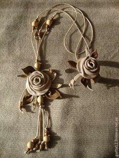 """Комплект """"Бежевые розы"""" - комплект из кожи,цветы из кожи,оригинальный подарок"""
