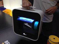 Bee The First - A Portable 3D Printer - Fabbaloo #3dPrinteresting #3dPrinting