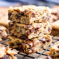 Gluten Free Banana Chocolate Chip Oatmeal Breakfast Bars (V, GF): a one bowl recipe for simply delicious banana breakfast bars packed with your favorites!