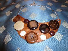 Collana con bottoni in pelle di CreazioniElix su Etsy, €30.00