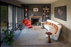 Salotto arredato con un divano rotondo n.17