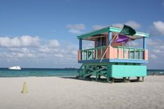Other than the sun, nightlife and beach - Miami is all about the art deco inspired decor! Florida Sunshine, Little Cabin, South Beach Miami, Beaches In The World, Beach Tops, Lifeguard, Ultimate Travel, Great Pictures, Night Life