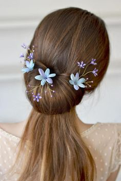 Set 3 floral hair pins blue lilac bells head piece bridal flowers hair dress Wedding rustic hair back pins flowers blue flower hair vine Ready to ship Three floral pearl hair pins with fabric flowers and small lilac plastic bells. This is an accessory for gentle romantic image of the bride. The wire is malleable so you can move the piece how you desire. materials: - fabric flowers - pearls - plastic flowers - wire - love The set has a gift box. Thank you for visiting Please visit my ...