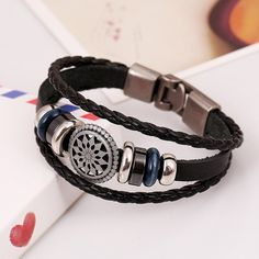 Bracelet homme cuir avec perles. Vintage bracelet en cuir noir pour hommes.  Idée cadeau b11c809325b