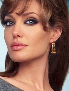 Top 10 Countries With The World's Most Beautiful Women (Pictures included) Angelina Jolie Pictures, Brad Pitt And Angelina Jolie, Angelina Jolie Photos, Beautiful Celebrities, Most Beautiful Women, Beautiful Actresses, Beautiful Beautiful, Beauty Women, Ideias Fashion