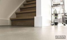 Betonfloor & wooden stairs : Industriële gangen, hallen & trappenhuizen van Zilva Vloersystemen