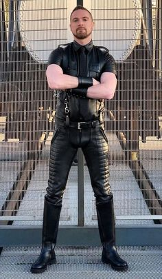 Leather Men, Leather Pants, Hot Guys, Gay Men, Mens Fashion, Nudes, Handsome Guys, Leather Jogger Pants, Moda Masculina