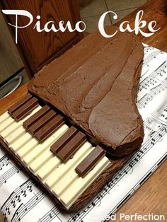 Kit Kat Piano Cake Tutorial-for Kathryn Piano Cakes, Music Cakes, Music Birthday Cakes, Fancy Cakes, Cute Cakes, Cake Tutorial, Creative Cakes, Cakes And More, Themed Cakes
