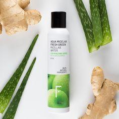 Limpia y desmaquilla tu piel eficazmente con la tecnología green de Freshly Cosmetics. El Agua Micelar Fresh Green con micelas naturales retira todas las impurezas y trazas de maquillaje de una forma suave, respetando la barrera dérmica.