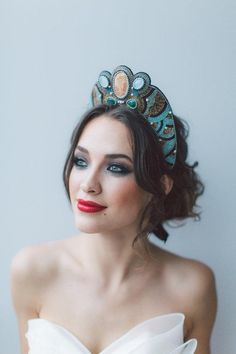 OffwhiteStudio's beaded bridal headpiece is bold — in the best way. #etsyweddings