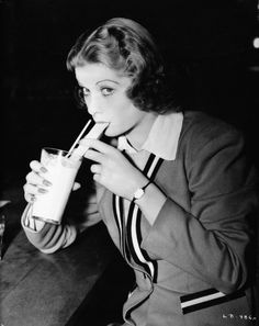 Lucille Ball 1938: Sipping a shake through a straw wearing classic '30s clothes. I Love Lucy, Rare Photos, Vintage Photos, Queens Of Comedy, Lucille Ball Desi Arnaz, Star Wars, Rita Hayworth, Vintage Hollywood, Classic Hollywood