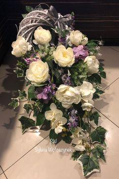 Christmas Floral Arrangements, Modern Flower Arrangements, Spring Wedding Bouquets, Flower Bouquet Wedding, Wooden Box Centerpiece, Grave Decorations, Sympathy Flowers, Funeral Flowers, Fall Flowers