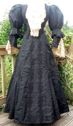 Amazing Antique Victorian Black Silk Cotton & Lace Mourning Dress Gown 1893  XS