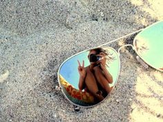 Online Photography Jobs - Defiantly want o replicate something like this in my portfolio. I love how carefree the picture is and the holiday vibe it has. Artsy Fotos, Artsy Bilder, Artsy Pics, Artsy Picture, Self Portrait Photography, Photography Jobs, Beach Photography, Artistic Photography, Mirror Photography
