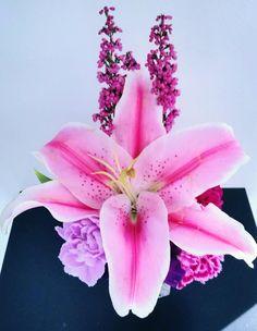 #salon #salonbeau #thesalonbeau #flowers #flowersoftheweek #pink #dark #pink #lilly