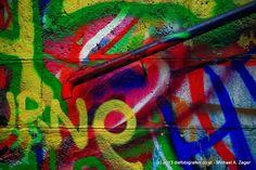 """Wiener Fotomarathon 2013 - Thema """"geradlinig"""". Konsequent bekunstet - selbst das Geländer wird nicht ausgelassen. Marathon, Neon Signs, Painting, Art, Pictures, Art Background, Marathons, Painting Art, Kunst"""