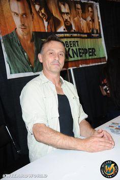 Robert Knepper looking ready to great his many fans! Check out Wizard World Ohio Comic Con Sep 20-22, 2013!! Click http://www.wizardworld.com/home-ohio.html
