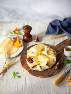 Une petite recette solaire et automnale, crée pour la marque Fol Epi. #foodphotography #foodstyling Camembert Cheese, Dairy, Instagram, Food, Cheese, Pie, Recipe, Ears Of Corn, Figs