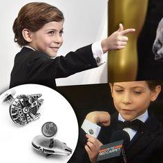 """Jacob Tremblay actor in the film """"Room"""" very happy in the Oscars  showing his Star Wars Palladium Millenium Falcon cufflinks. Smoking by Armani. __________  Jacob Tremblay actor de la película """"La habitación"""" muy feliz en los Oscars mostrándo sus gemelos Halcón Milenario de la Guerra de las Galaxias. Smoking de Armani. __________  #DeJoyaEnJoya #FromJewelToJewel #JacobTremblay #Oscars2016 #oscars #OscarJewelry #OscarsJewelry #cufflinks #StarWars  #ForceAwakens #room #MilleniumFalcon…"""