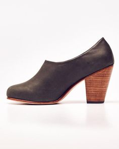DESCRIPTION    Meet the Austin, where simplicity speaks volumes. With effortless style and unbeatable comfort, these low cut, slip on, ankle booties are a modern staple.   PRODUCT DETAILS    2.75 inch heel Nubuck leather Lined in soft leather Cushioned insole   FIT GUIDE    Fits true to size. We recommend using a shoehorn to slip into your Austins more easily.   SHOE CARE    These shoes are made with Nubuck leather and should be treated in a way that will preserve the texture. Visit our Shoe…