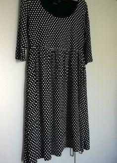 Schwarz-weiß gepunktetes Kleid von Asos Curve
