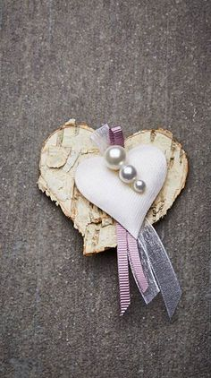 Hochzeitsanstecker Monika - Basteln & Schenken Book Page Crafts, Marry Me, Wedding Decorations, Wedding Day, Diy Crafts, Sweet, Embellishments, Scrapbook, Ideas