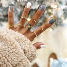 In search for some nail designs and some ideas for your nails? Listed here is our set of must-try coffin acrylic nails for fashionable women. Cute Acrylic Nails, Acrylic Nail Designs, Cute Nails, Winter Acrylic Nails, Fall Gel Nails, Nagellack Design, Nagellack Trends, Winter Nail Art, Winter Nails