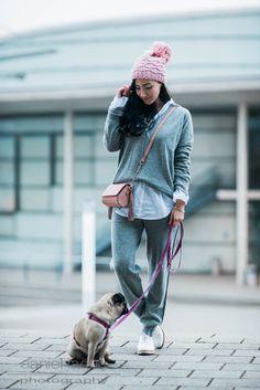 GIVEAWAY ON THE BLOG!!! Gemütliches Outfit Jogginghose und Sweater von Daily's Nothing's Better, rosa Beanie und rosa Tasche mit Quaste von Zara | Julies Dresscode | #ootd #giveaway #fashionblogger #juliesdresscode #pugbaby