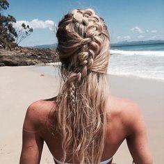 half up half down braid hair styles, beach hair products Boho Hairstyles, Summer Hairstyles, Pretty Hairstyles, Medium Hair Styles, Natural Hair Styles, Short Hair Styles, Beach Braids, Hello Hair, Mermaid Hair