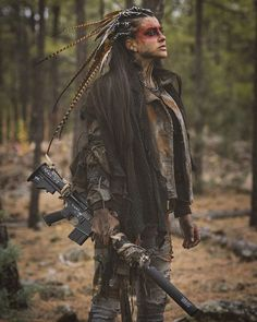 Dead West Art Mostly apocalyptic stuff, but damn these are some great costumes and characters Post Apocalyptic Costume, Post Apocalyptic Fashion, Post Apocalyptic Clothing, Apocalypse Art, Apocalypse Costume, Apocalypse Survival, Wasteland Weekend, Fantasias Halloween, Estilo Hippie