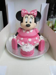 Minnie Mouse - by MarksCakes @ CakesDecor.com - cake decorating website