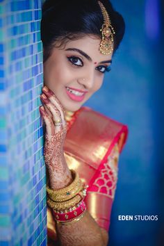 A Pretty South Indian Wedding With Major Tam-Brahm Feels Indian Bride Photography Poses, Indian Bride Poses, Indian Wedding Poses, Indian Bridal Photos, Wedding Couple Poses Photography, Girl Photography, Wedding Photos, Dehati Girl Photo, Girl Photo Poses