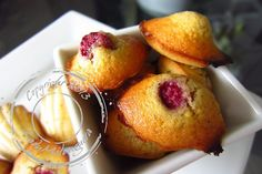 Mini-madeleines_framboises_vanille_W Mini Madeleines, French Toast, Food And Drink, Peach, Fruit, Breakfast, Raspberries, Recipe, Kitchens