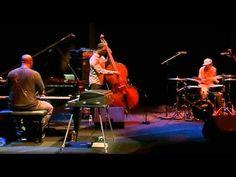 ▶ Robert Glasper Trio feat Bilal - LIVE AT festival Jazz a la Villette Live (2010) - YouTube