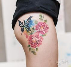 Elegant floral thigh piece by Tattooist River