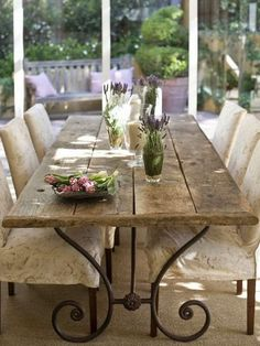 luv the iron legs of this rustic table: Vicky's Home: Una casa de estilo provenzal / Provence Style House French Decor, French Country Decorating, Dining Room Table, Dining Area, Dining Rooms, Antique Dining Tables, Fine Dining, Sweet Home, Provence Style