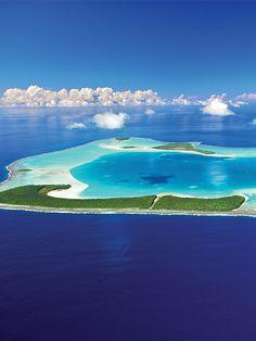 Atoll. / Tetiaroa. / Achetée en 1967 par Marlon Brando. / Bought in 1967 by Marlon Brando. / Au large de Tahiti.