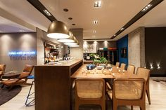 Confira inspirações deste espaço planejado que promove a integração entre convidados e o chef do dia, responsável por pilotar o fogão!