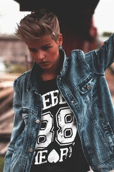 • butch short hair androgyny androgynous tomboy masculine Andro boyish boyishgirl boyishstyle boyishcut tomgirl reflectandwonder •